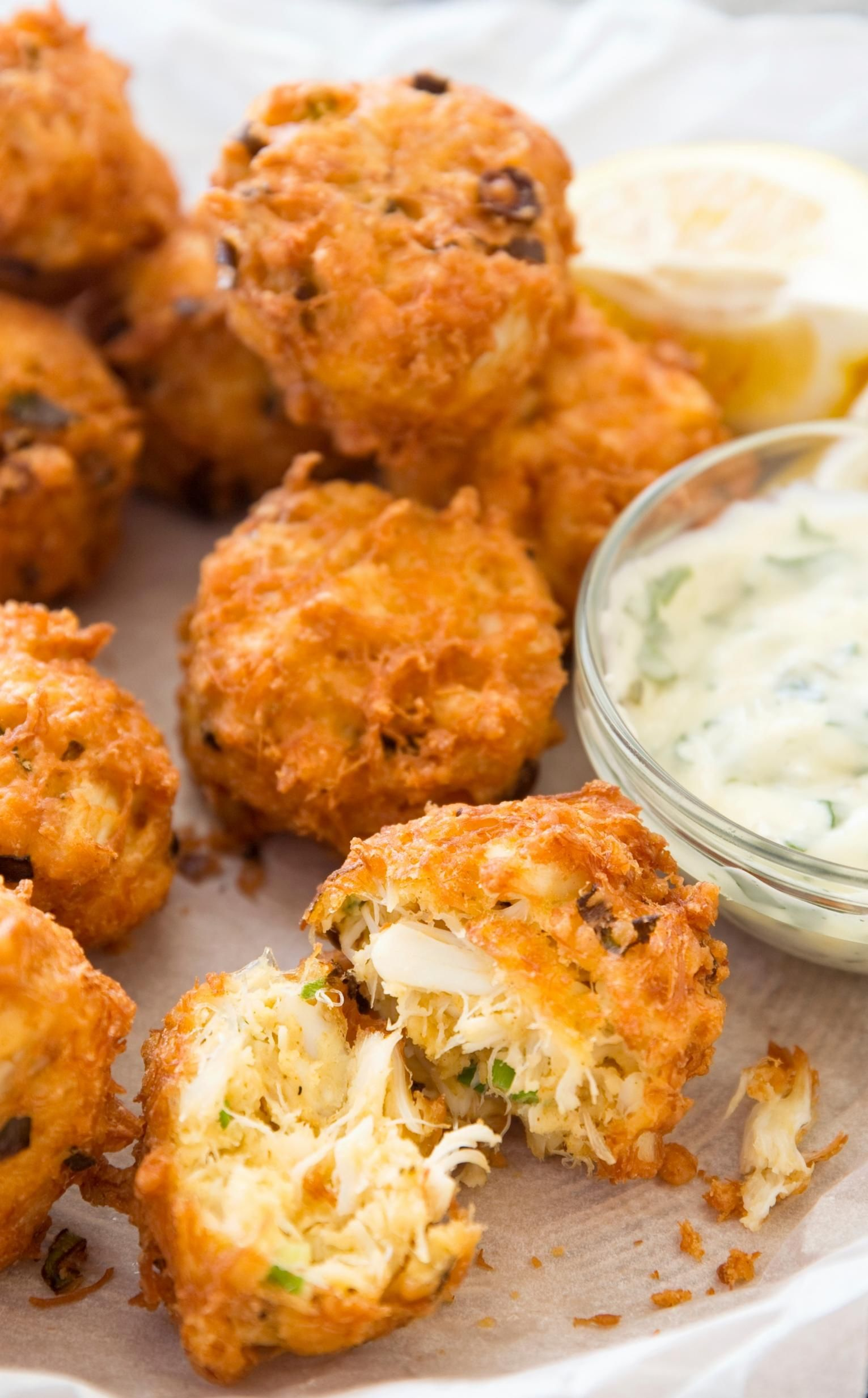 Cocktail Crab Cakes (8 Pieces) with Remoulade
